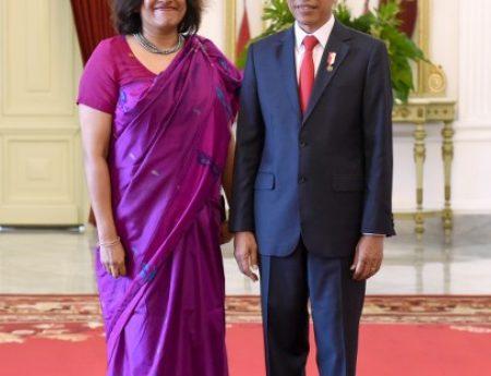 AMBASSADOR OF SRI LANKA TO JAKARTA YASOJA GUNASEKERA PRESENTS CREDENTIALS TO PRESIDENT JOKO WIDODO